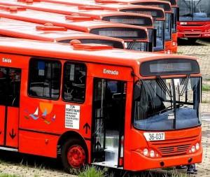 Ônibus ficaram retidos nas garagens por rodoviários