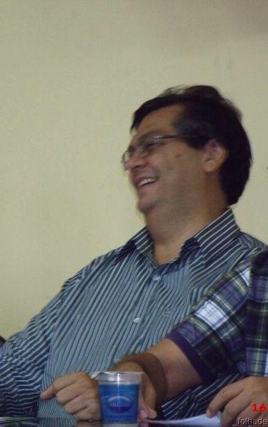 Flávio Dino rindo à toa