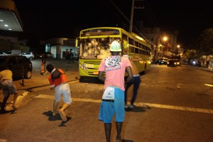 Usuários depredaram ônibus na sexta-feira após paralisação / Biné Morais