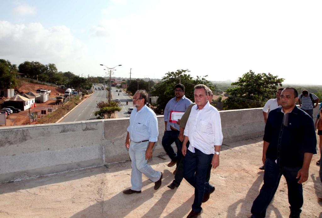 Luis Fernando, Roberto Costa e técnicos vistoriam obras