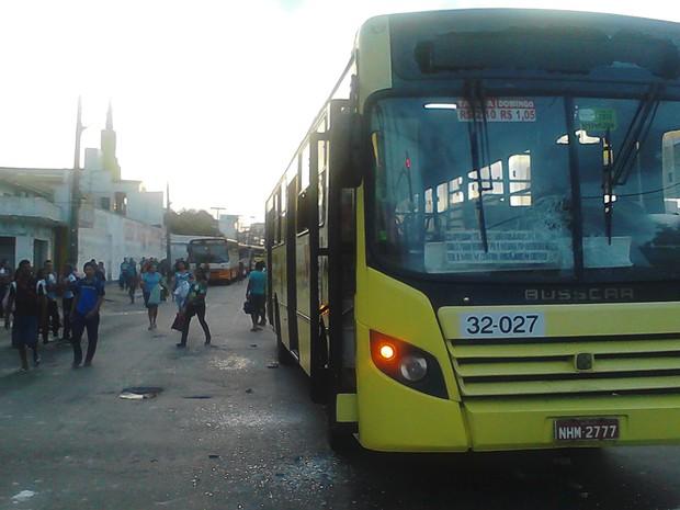 Ônibus foi depredado no Centro por usuários / João Ricardo/G1 Maranhão
