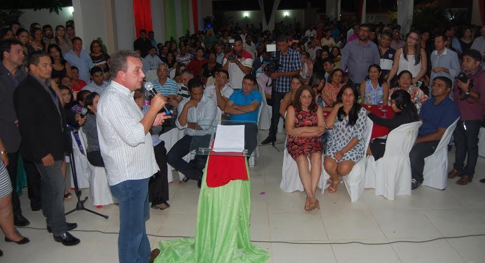 Luis Fernando discursando para ninguém em Bacabal