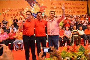 Depois de negociar retirada da candidatura de Marabuco, Dino posa com o vice-prefeito em evento de campanha antecipada