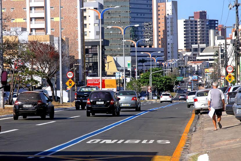 Resultado de imagem para carros nas avenidas de são luis