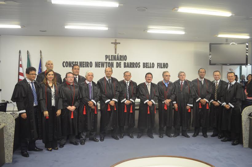 Jorge Pavão é o que está à direita do conselheiro Edmar Cutrim, no Centro