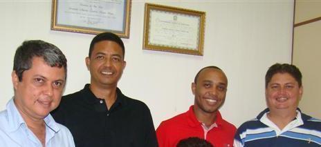 Ednaldo Neves (primeiro à esq.), Beto Castro (de vermelho) e Marcelo Poeta (à direita)