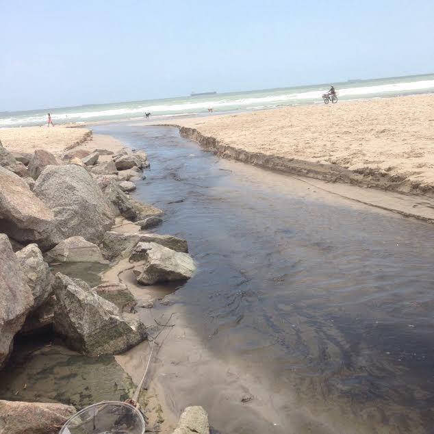 praia-esgoto