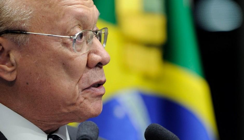 João Alberto é internado para implante de marca-passo em Brasília